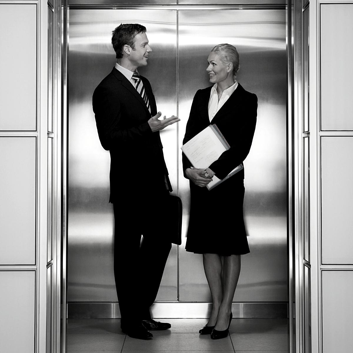 Een elevator pitch is een korte presentatie over jezelf waarin je in maximaal 60 seconden over jouw toegevoegde waarde vertelt.